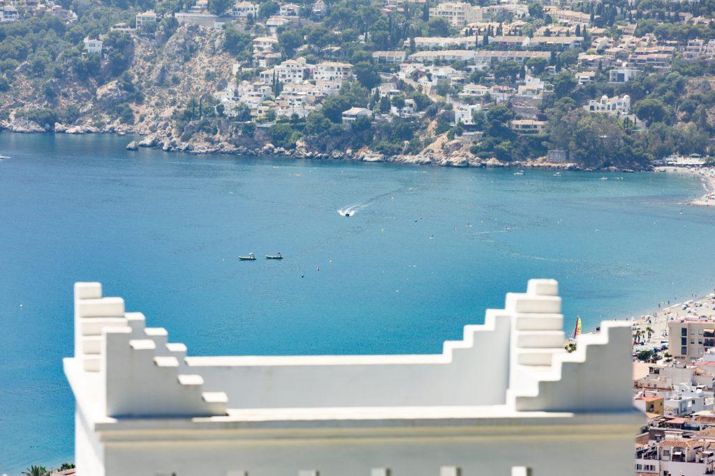 Blue-sea-white-steps